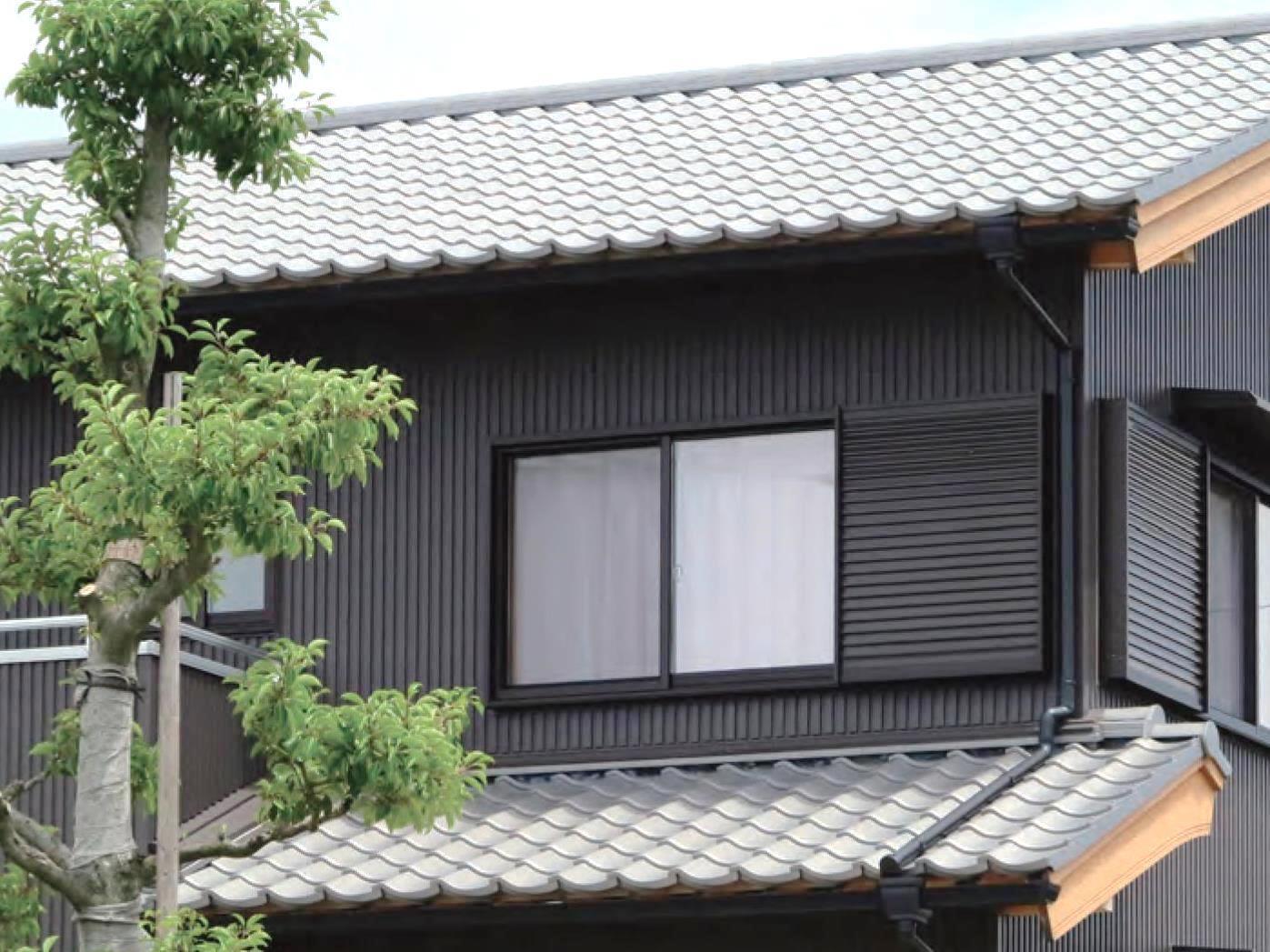 日本瓦いぶし銀2.jpg